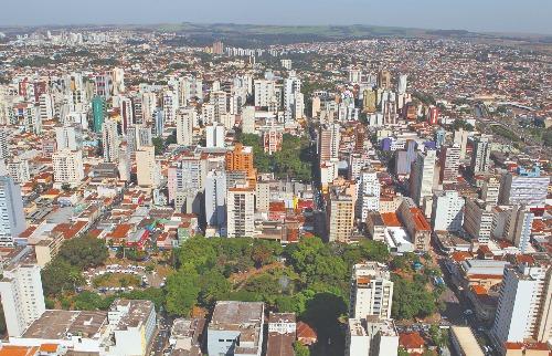Em janeiro, mais moradores pagaram o IPTU à vista, para aproveitar o desconto de 10% no valor do imposto - Foto: Milena Aurea / A Cidade