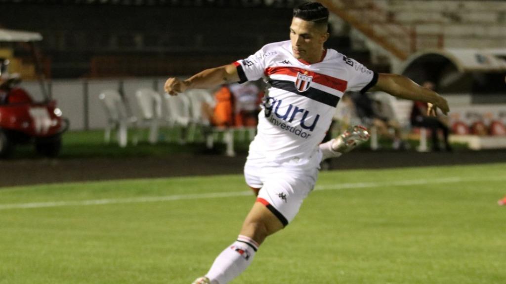 Rodrigo Ferreira, autor do gol de falta do Bota-SP contra o Criciúma, dedica o lance à esposa grávida