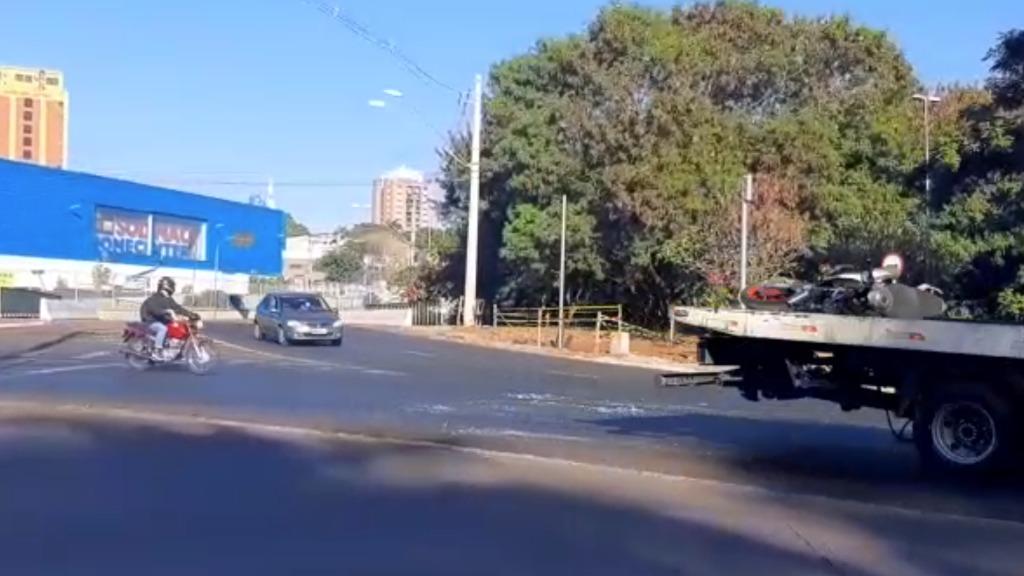 Rotatória Amin Calil registra ao menos dois acidentes nas primeiras horas desta manhã (26) em Ribeirão