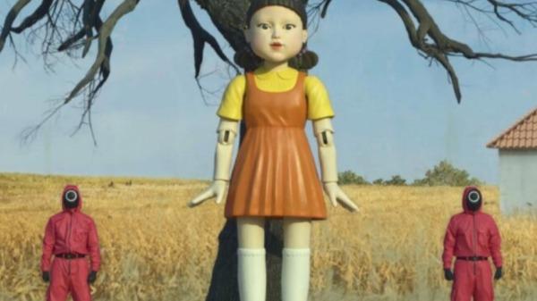 """Na versão brasileira, boneca fala """"batatinha frita 1, 2, 3"""" (Imagem: Reprodução / Netflix) - Foto: Agências"""