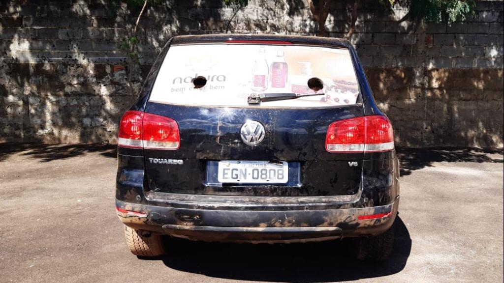 PM encontra carro que teria sido usado em assalto a carro-forte