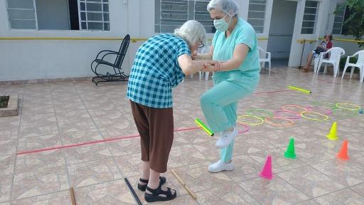 Moradores do Abrigo de Idosos Helena Dornfeld durante atividades diárias. Foto: Arquivo pessoal - Foto: ACidade ON - São Carlos
