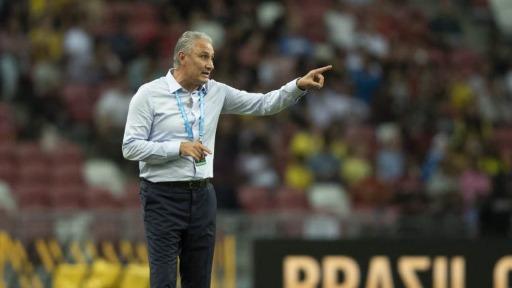 Antes de jogo contra o Paraguai, Viana chama entrevista de Tite de