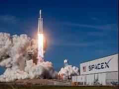 Pouso de cápsula da SpaceX é marco no turismo espacial