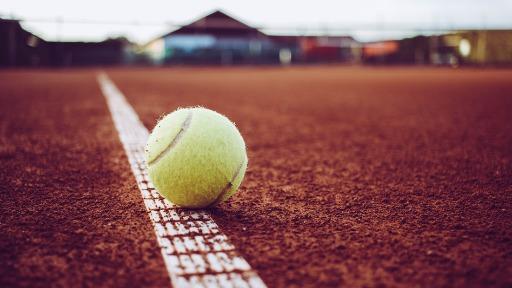 Torneios de tênis seguem com precauções contra Covid-19