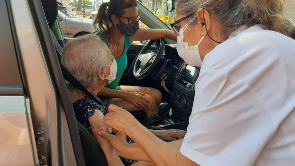 Apenas 10% dos idosos tomaram a dose de reforço em Araraquara