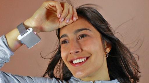 Brasileiro cria termostato de pulso, que serve como