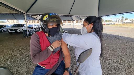 Saúde retoma vacinação de pessoas com 30 anos até terça-feira