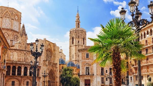 Viaje com a gente para um dos lugares mais lindos da Europa, a cidade de Valência